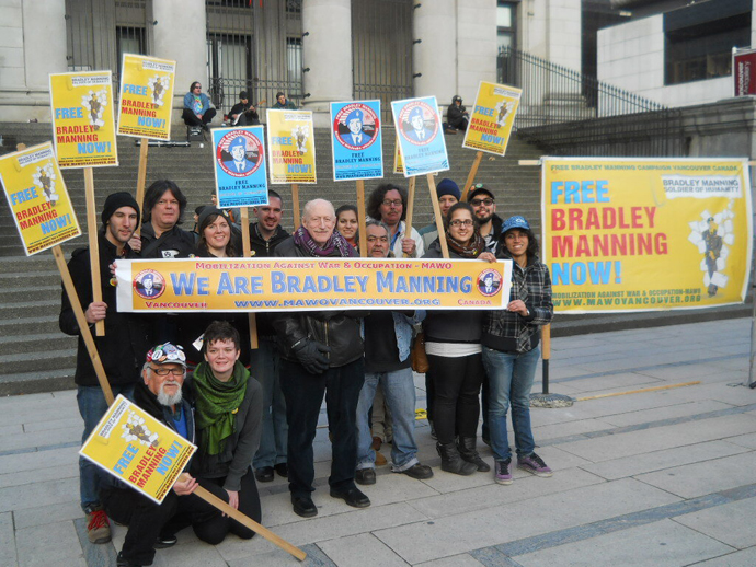 Rally in spport of Bradley Manning in Vancouver Canada. (Image from twitter.com user@chupichupsi)