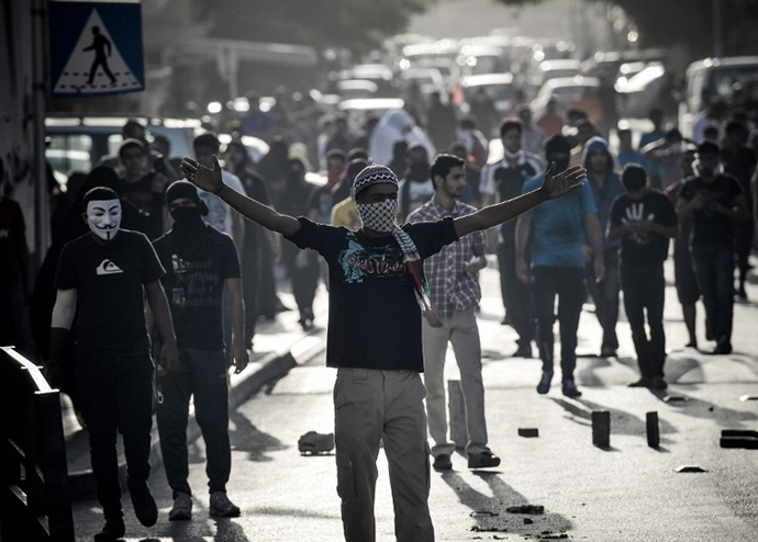 Bahraini protestors gather during clashes with riot police, who prevented them from reaching Salmaniya hospital to reclaim the dead body of Mahmud al-Jaziri, on February 25, 2013. (AFP Photo / Mohammed Al-Shaikh)