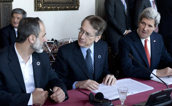"Syrian National Coalition President Mouaz al-Khatib, Italian Foreign Minister Giulio Terzi and US Secretary of State John Kerry take place for a meeting of the ""Friends of the Syrian People (FOSP) Ministerial"" group on February 28, 2013 in Rome. (AFP Photo/Claudio Peri)"