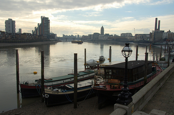 The view from Cheyne Walk on the River Thames. (Image from flickr.com user@James.Stringer)