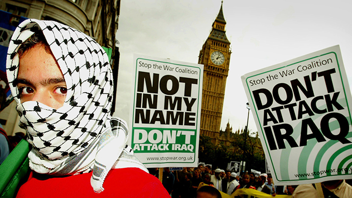 Anti-war protestors pass Big Ben and the Houses of Parliament on a march opposing a military strike on Iraq on September 29, 2002. (Reuters)
