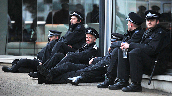 British policemen in south London. (AFP Photo / Carl de Souza)