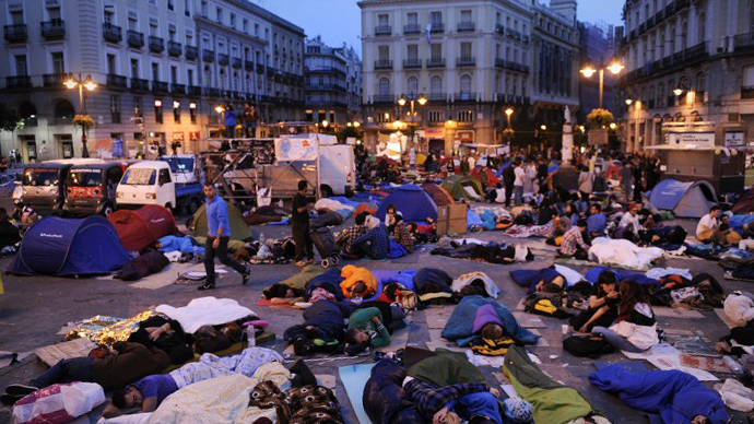Protesters rest in their sleeping bags at the Puerta del Sol square in Madrid on May 22, 2011 during a protest against Spain's economic crisis and its sky-high jobless rate. (AFP Photo / Pedro Armestre)