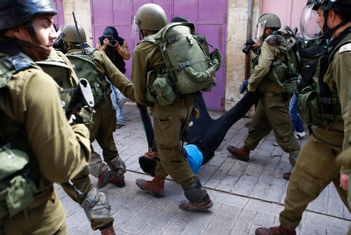 Israeli soldiers detain a Palestinian during clashes in the West Bank city of Hebron March 1, 2013 (Reuters / Mussa Qawasma)