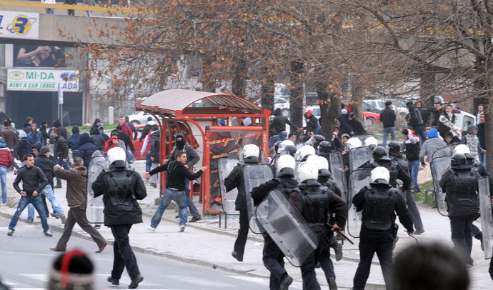 Macedonian riot police clash with ethnic Albanians during a demonstration in Skopje on March 2, 2013 (AFP Photo / Robert Atanasovski)