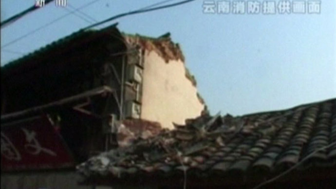 5.5 quake in southwest China injures 30, destroys hundreds of buildings