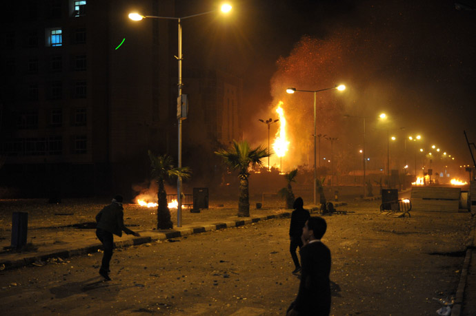 Egyptian protesters clash with security forces in Port Said late on March 3, 2013. (AFP Photo)