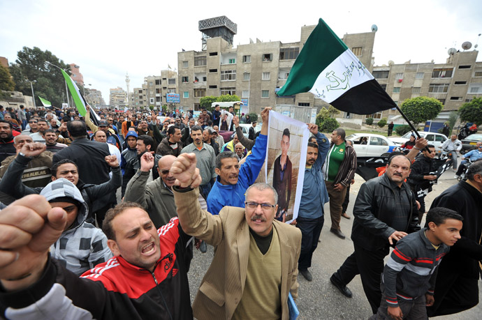 People shout slogans as they took the streets for the funeral of three people killed in overnight clashes with police on March 4, 2013 in the Egyptian canal city of Port Said. (AFP Photo)