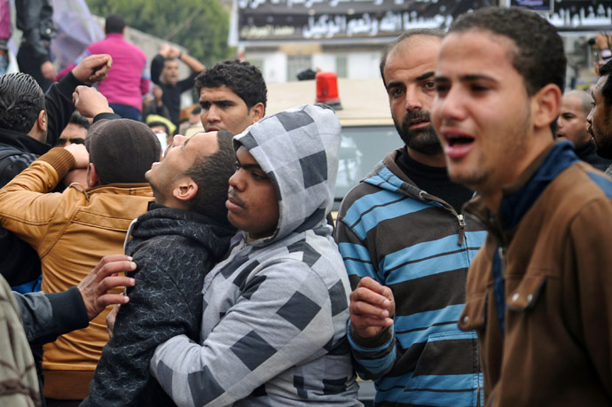 People mourn during the funeral of three people killed in overnight clashes with police on March 4, 2013 in the Egyptian canal city of Port Said. (AFP Photo)