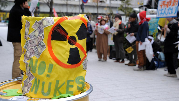 Some 30 protesters stage an anti-nuclear power plant demonstration outside the Keidanren (Japan Business Federation) headquarters in central Tokyo on December 2, 2012. (AFP Photo / Toshifumi Kitamura)