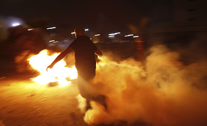 Protesters hurled petrol bombs and stones at police officers who responded by firing teargas. (Reuters / Amr Dalsh)