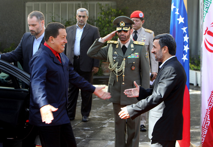 Iranian President Mahmoud Ahmadinejad (R) greets his Venezuelan counterpart Hugo Chavez during a welcoming ceremony in Tehran on October 19, 2010 (AFP Photo / Atta Kenare))