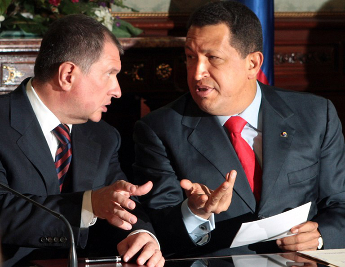 Venezuelan President Hugo Chavez while he chats with Russian Deputy Prime minister Igor Sechin at the Miraflores presidencial palace in Caracas on July 27, 2009. (AFP Photo / Presedencia)