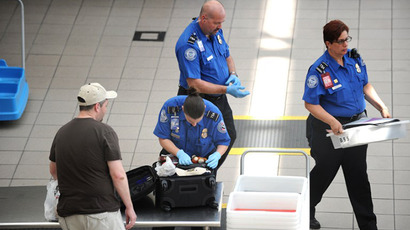 Federal agent with fake bomb passes through TSA screening
