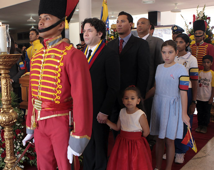 This handout picture released by Venezuelan presidency press office shows Venezuelan conductor and violinist Gustavo Dudamel(L) among others during the funeral ceremony of late Venezuelan President Hugo Chavez in Caracas, on March 8, 2013. (AFP Photo/Presidencia/Miguel Angel Angulo)