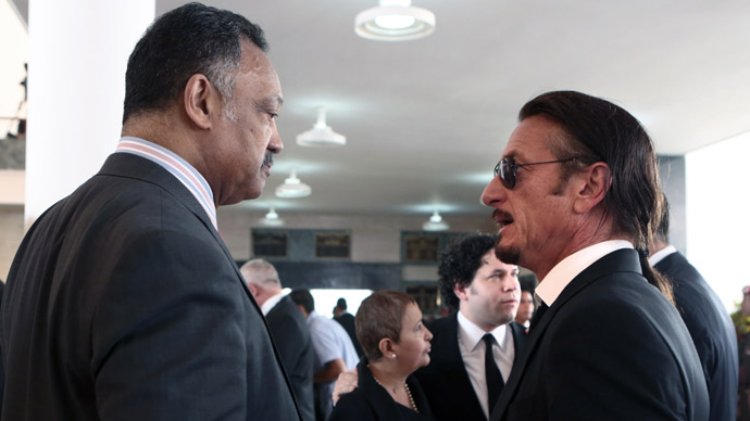 Handout picture released by the Venezuelan presidency showing US Reverend Jesse Jackson (L) talking with US Actor and filmmaker Sean Penn during the funeral of Venezuelan President Hugo Chavez, in Caracas, on March 8, 2013. (AFP Photo/Presidencia/Miguel Angel Angulo)