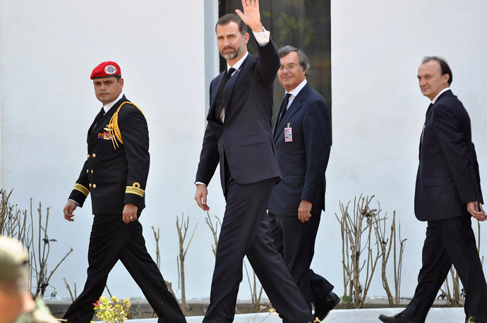 Spanish Prince Felipe de Borbon waves as he arrives to pay his respects to deceased Venezuelan President Hugo Chavez, in Caracas, on March 8, 2013. (AFP Photo/Luis Camacho)