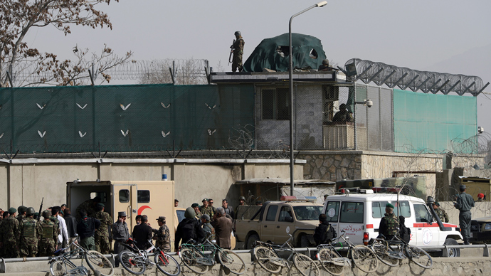 Afghanistan National Army (ANA) soldiers and security personnel walk at the site of a suicide attack next to the ministry of defence main gate in Kabul on March 9, 2013 (AFP Photo / Massoud Hossaini)