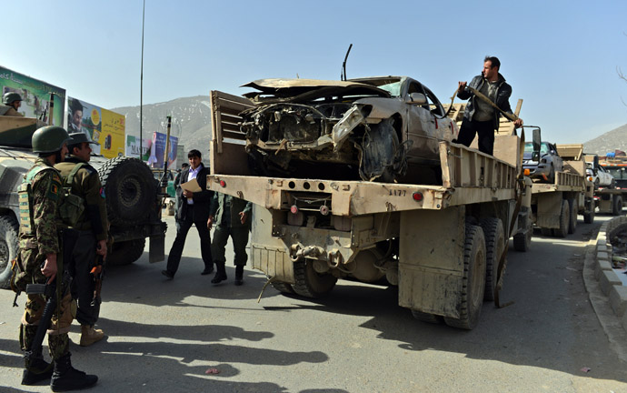 Afghanistan National Army (ANA) soldiers try to remove a destroyed car at the site of a sucide attack next to the ministry of defence main gate in Kabul on March 9, 2013. (AFP Photo/Massoud Hossaini)