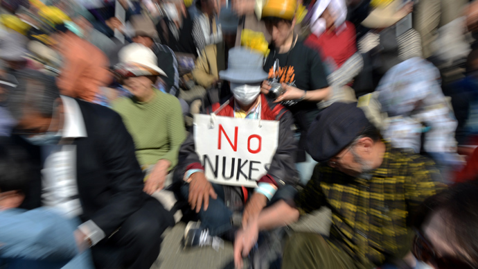 A protestor (C) holds a placard that reads 'No Nukes' at an anti nuclear rally in Tokyo on March 9, 2013 (AFP Photo / Yoshikazu Tsuno)