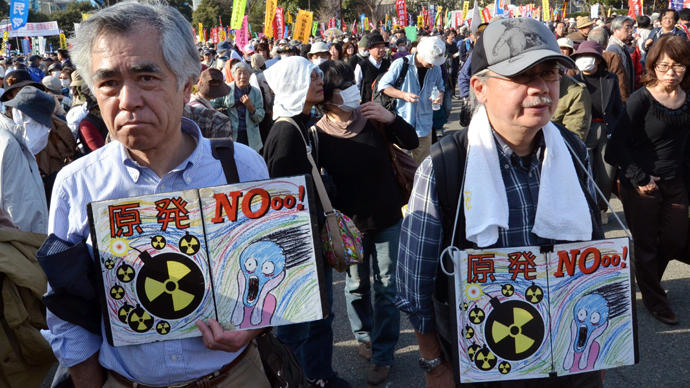 Protestors hold placards at an anti nuclear rally in Tokyo on March 9, 2013 (AFP Photo / Yoshikazu Tsuno)