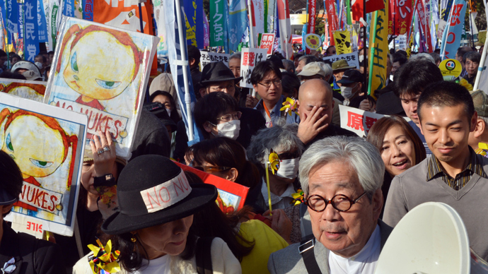 Nobel laureate writer Kenzaburo Oe (front R) joins a demonstration after an anti nuclear rally in Tokyo on March 9, 2013 (AFP Photo / Yoshikazu Tsuno)