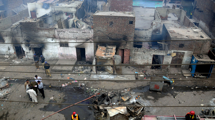 Pakistani police officials examine the burnt out houses of members of the Christian community attacked by Muslim demonstrators during a protest over alleged blasphemous remarks by a Christian in a Christian neighborhood in Badami Bagh area of Lahore on March 9, 2013 (AFP Photo / Arif Ali)
