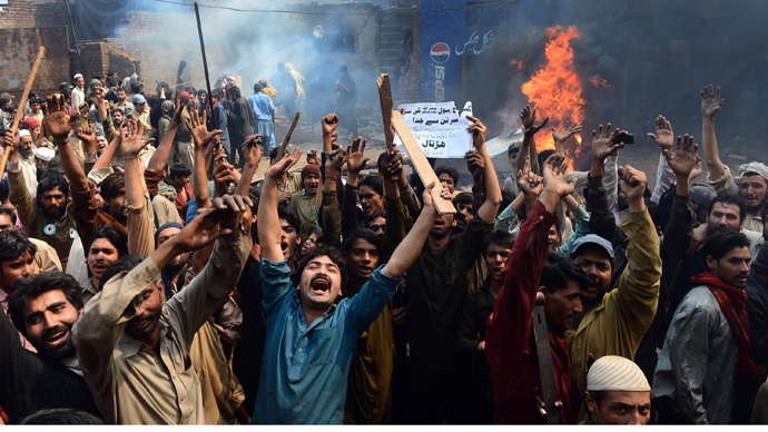 Angry Pakistani demonstrators shout slogans during a protest over alleged blasphemous remarks by a Christian in a Christian neighborhood in Badami Bagh area of Lahore on March 9, 2013 (AFP Photo / Arif Ali)