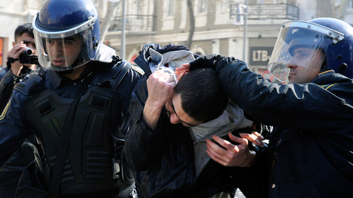 Riot policemen catch a protester during the crackdown of the rally against the soldier's death in the national Azerbaijan's army in Baku on March 10, 2013 (AFP Photo / Tofik Babayev)