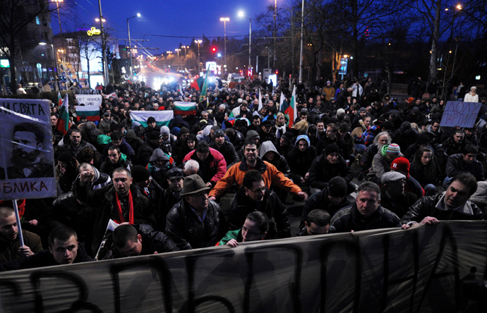 Demonstrators sit in silence while listening to Bulgaria national anthem during a protest against high electricity bills in Sofia on February 20,2013 (AFP Photo / Nikolay Doychinov)