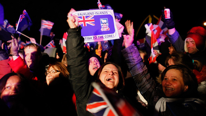 Falkland islanders react after hearing the results of the referendum in Stanley March 11, 2013 (Reuters / Marcos Brindicci)