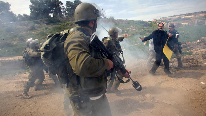 Palestinians argue with Israeli soldiers during clashes following a protest against the expropriation of Palestinian land by Israel (AFP Photo / Hazem Bader)