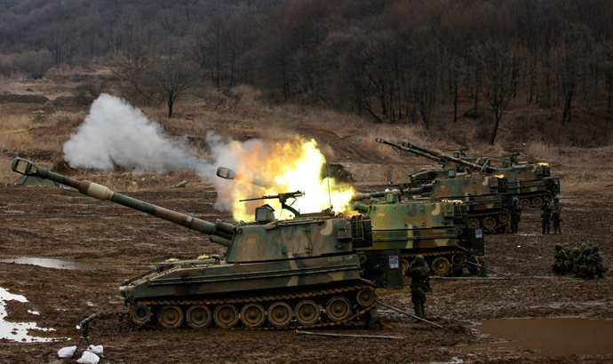 South Korean soldiers take part in a military exercise with their mobile artillery vehicles, near the demilitarized zone separating the two Koreas in Paju, north of Seoul, March 13, 2013 (Reuters / Kim Hong-Ji)
