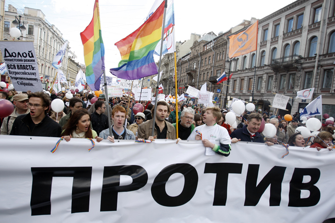 Participants in a May Day rally of opposition parties march along Nevsky Avenue (RIA Novosti / Vadim Zhernov)