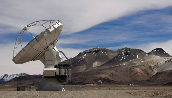 View of a Radio telescope antennas of the ALMA ( Atacama Large Millimeter/submillimeter Array) project, in the Chajnantor plateau, Atacama desert, some 1500 km north of Santiago, on March 12,2013 (AFP Photo / Martin Bernetti)