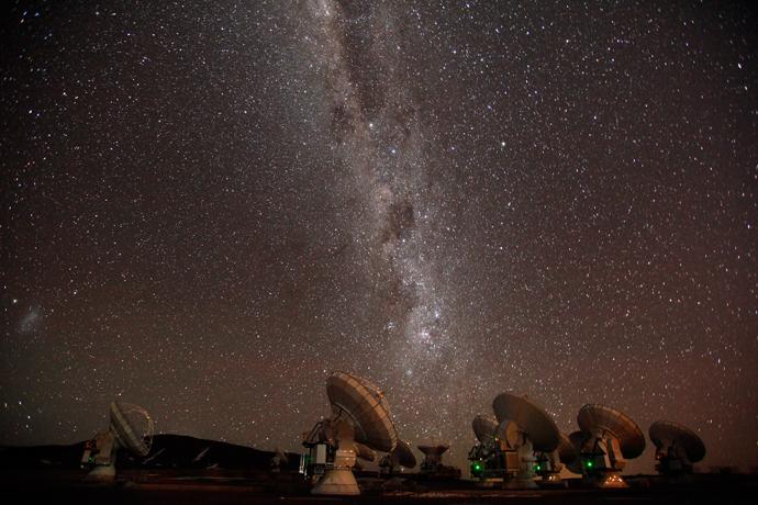 The majestic Milky Way descends over ALMA. Credit: ALMA (ESO/NAOJ/NRAO), C. Padilla