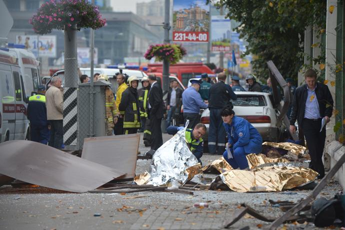 Ambulances on the site of a road accident on Minskaya street which clained seven lives, September 22, 2012. (RIA Novosti / Iliya Pitalev)