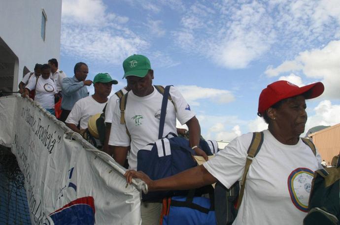 Chagosians disembark at Peros Banos Island 10 April 2006. (AFP Photo / Ali Soobye)