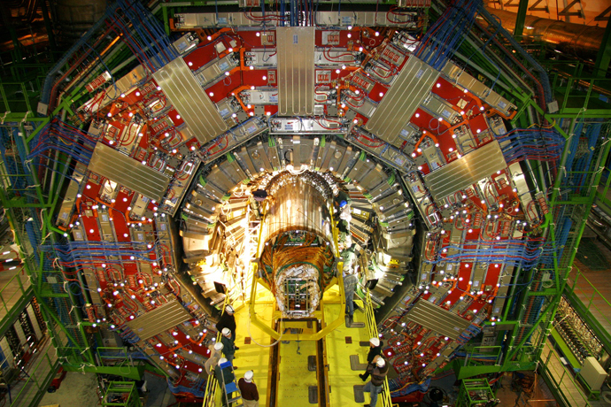 The Compact Muon Solenoid (CMS) instrumental in search for the Higgs bosone. (Image from ciemat.es)