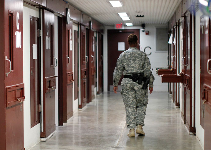 A guard walks through a cellblock inside Camp V, a prison used to house detainees at Guantanamo Bay U.S. Naval Base.(Reuters / Bob Strong)