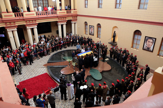 """Handout picture released by the Venezuelan presidency showing a general view after the arrival of the coffin with the remains of late Venezuelan President Hugo Chavez to its temporary resting place at the former """"4 de Febrero"""" barracks -- a barracks-turned-museum that the former paratrooper had used as his headquarters during a failed 1992 coup attempt -- in Caracas, on March 15, 2013.(AFP Photo / Presidencia)"""