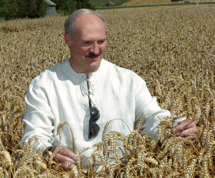 President Alexander Lukashenko of Belarus visits the Oktyabr-Grodno cooperative farm, Grodno District (RIA Novosti)