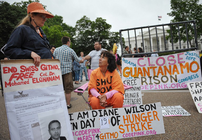 Protestors calling for the closure of the Guntanamo Bay detention facility is seen infront of the White House on May 18, 2013 in Washington, DC. (AFP Photo / Mandel Ngan)