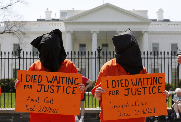 Activists rally in front of the White House calling for U.S. President Barack Obama to close down the U.S. prison in Guantanamo Bay while in Washington, April 11, 2013. (Reuters)