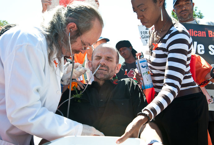 Protester Andrés Thomas Conteris (C) is force-fed by Dr. Terry Fitzgerald (L) during a demonstration in solidarity with hunger-striking inmates at the US prison at Guantanamo Bay, in front of the White House in Washington on September 6, 2013. (AFP Photo/Nicolas Kamm)