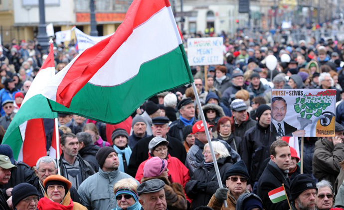 Thousands of people protested against the Hungarian right-wing government and its economy, financial and interior policy. (AFP Photo / Attila Kisbenedek)
