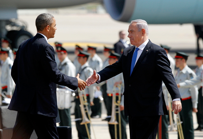U.S. President Barack Obama (L) shakes hands with Israeli Prime Minster Benjamin Netanyahu at Ben Gurion International Airport Airport in Tel Aviv March 20, 2013 (Reuters / Jason Reed)