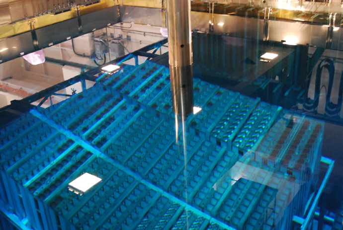 MOX fuel storage pool inside the Tokyo Electric Power CO's (TEPCO) Fukushima No.1 plant third reactor building at Okuma town, Futaba district in Fukushima prefecture with the reactor situated behind the poolon August 21, 2010 (AFP Photo / JIJI Press)