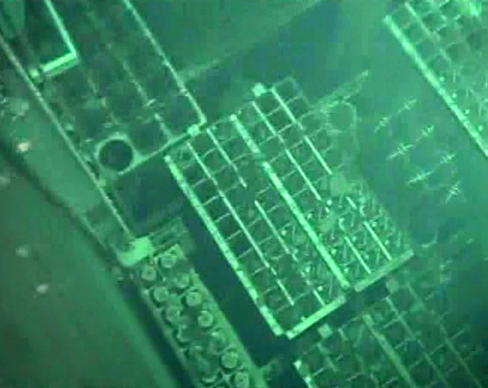 Spent fuel pool of the unit four reactor at TEPCO's Fukushima Daiichi nuclear power plant at Okuma town in Fukushima prefecture on May 7, 2011 (AFP Photo / HO / TEPCO)