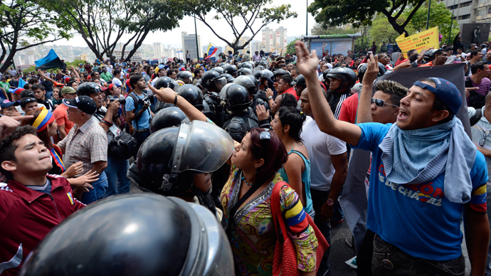Venezuelan police fire teargas as protesters clash with Chavez supporters (PHOTOS)